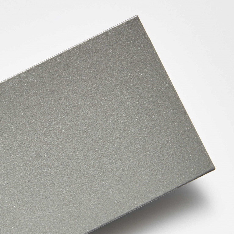 Metalická stříbrná (nerez efekt)